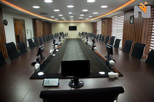 استفاده از تجهیزات نوین اتاق کنفرانس